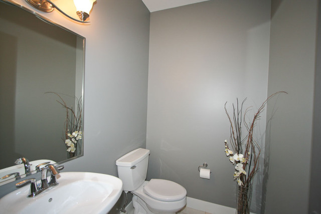 bathroom-modern-grey-wall-paint