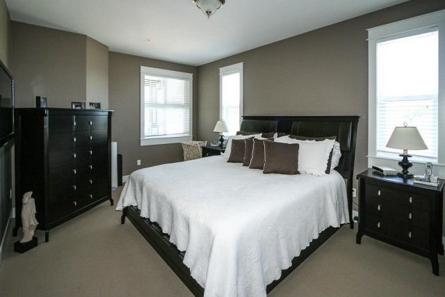 nanaimo-town-house-professional-painters-modern-grey-walls-master-bedroom