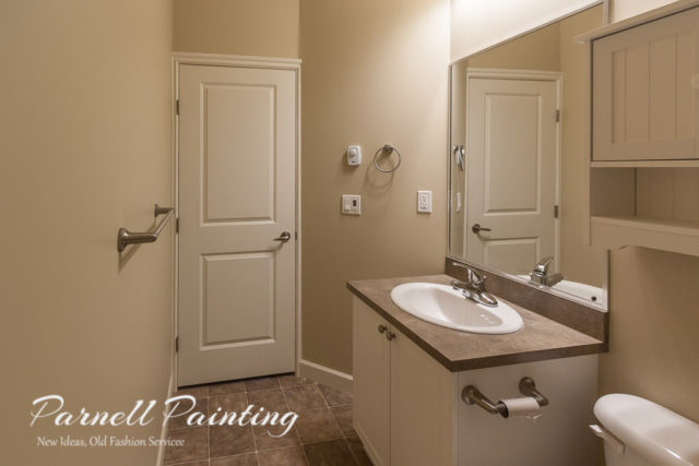 shaker-beige-paint-used-on-bathroom-walls